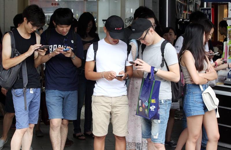 香港城市大學人文社會科學院副院長黃成榮及其團隊於1月在港台兩地訪問了6所大學的1,159名學生,了解他們對求職考慮的因素、薪酬期望、往海外發展的意願、創業志向等看法。圖為示意圖。(中央社)