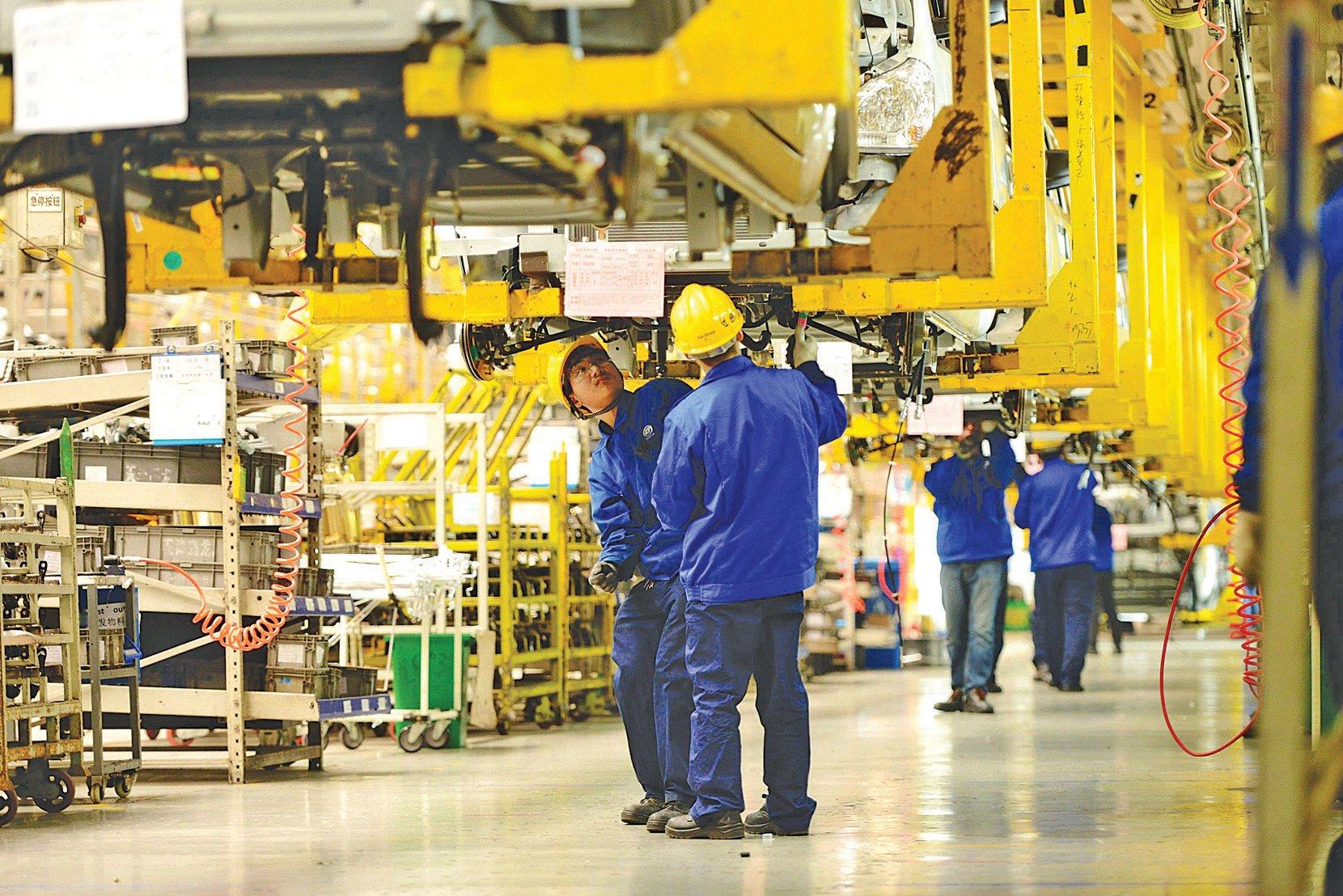 上汽通用五菱汽車股份有限公司青島分公司內的生產車間。 (AFP/Getty Images)