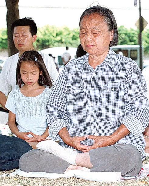 由加州大學戴德偉分校「心與腦中心」主導的一項最新研究發現, 打坐可顯著提高人的專注力。(AlexWong / Getty Images)