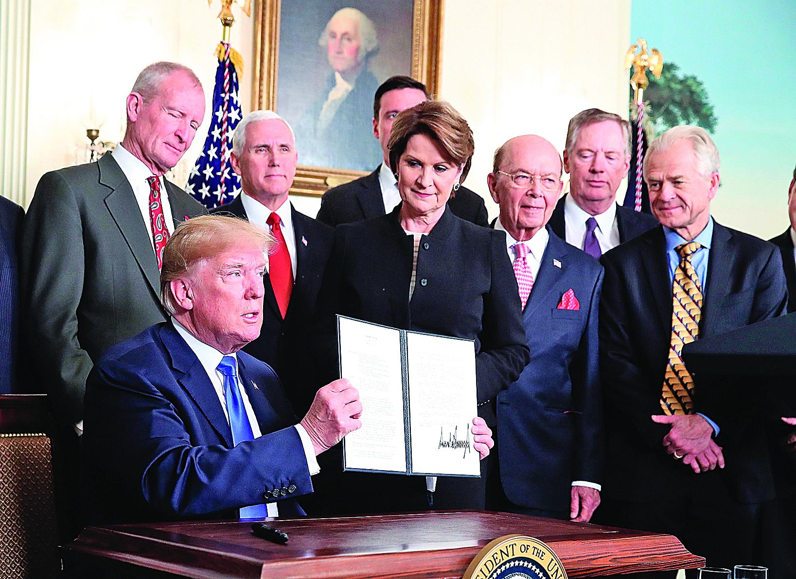 3月22日,美國總統特朗普簽署對華貿易備忘錄。(Getty Images)