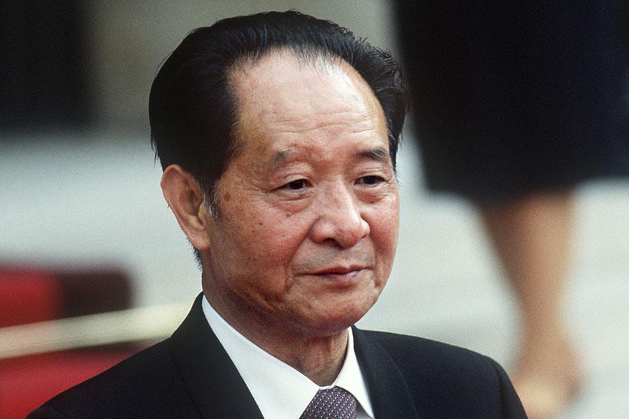 圖為1986年6月16日的胡耀邦,攝於巴黎。(法新社)