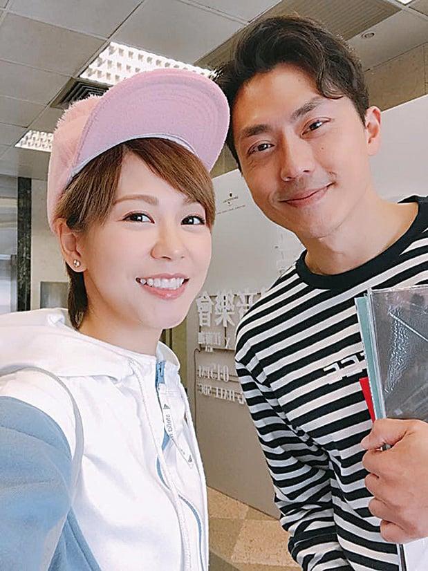陳慧敏(左)新歌當做自己的生日禮物,望年輕人勇於面對家庭及社會責任。(陳慧敏facebook)