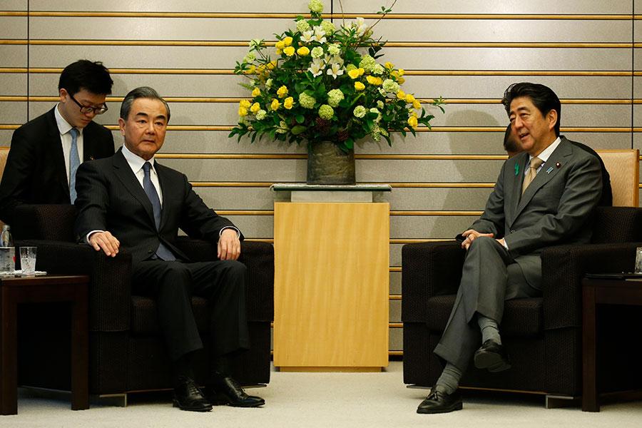 王毅出訪日本臉色鐵青。(TORU HANAI / POOL / AFP)