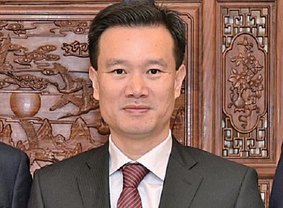 最近華融被揭入股中國華信子公司,在3月完成有關交易,隨後不久就有報道稱華信董事會主席葉簡明(圖)在2月底被帶走調查。(網絡圖片)