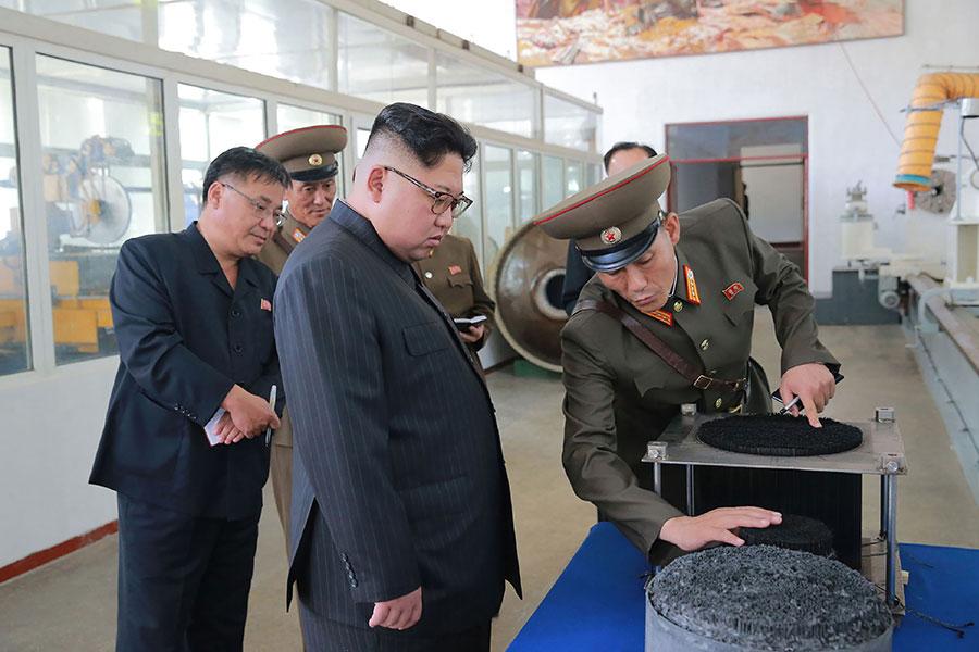 一名南韓官員4月17日說,金正恩本月會晤南韓總統文在寅的時候,打算正式宣佈無核化意願。(STR/AFP/Getty Images)