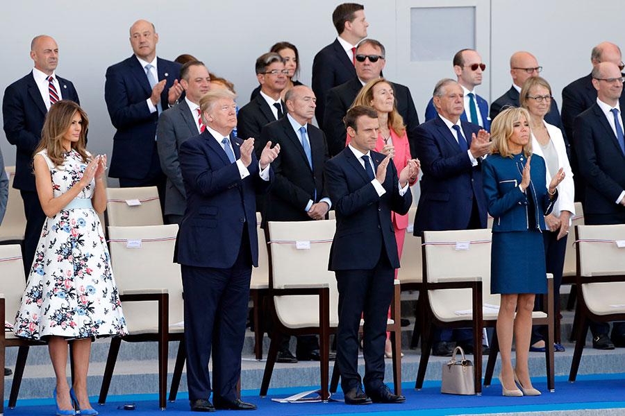 2017年7月14日,特朗普和第一夫人梅拉尼婭受邀參加法國國慶日閱兵。(Thierry Chesnot/Getty Images)