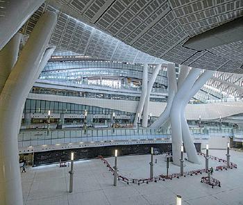 廣深港高鐵西九龍站實施「一地兩檢」安排廣被質疑違反《基本法》。(Getty Images)