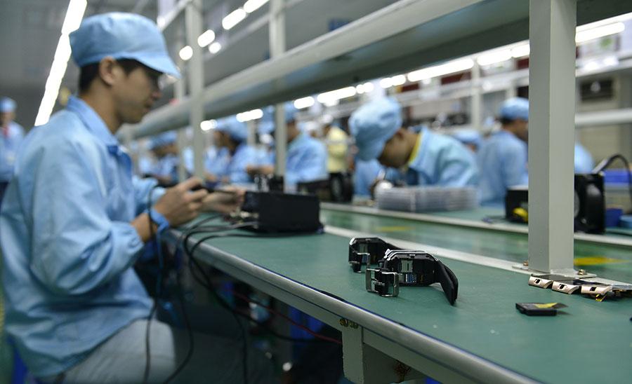 根據美中經濟安全審查委員會的研究,美國政府如果過度依賴中國製造的電子產品和軟件,可能面臨被中共監聽或網絡攻擊的危險。隨著中共試圖獲得全球技術主導地位,這個風險越來越大。(STR/AFP/Getty Images)
