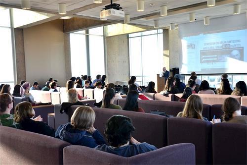 2018年4月18日,位於美國費城的著名長春籐大學——賓夕凡尼亞大學,舉辦了一場「器官強摘與全球器官黑市研討會」。(明慧網)