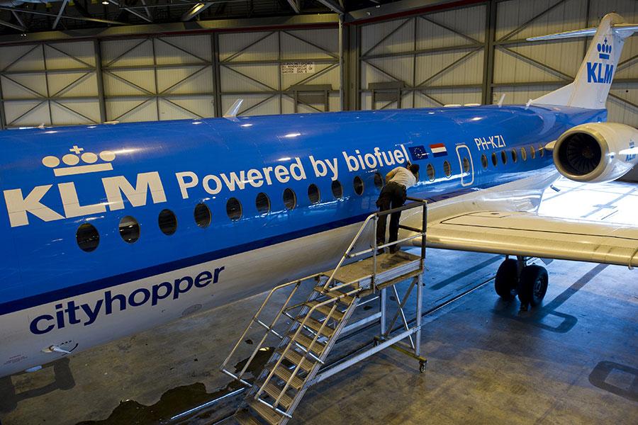荷蘭福克航空公司(Fokker Services B.V.)由於違反制裁法律,偷運物品到伊朗和蘇丹,2014年6月5日與美國政府達成2,100萬美元的認罪和解協議。(MARCEL ANTONISSE/AFP/Getty Images)