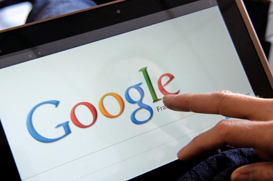 歐盟指控谷歌以犧牲對手的相關服務,在網絡搜尋上推銷自家的血拚服務。(AFP)