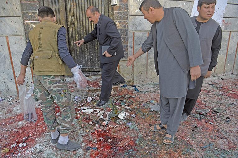2018年4月22日,阿富汗首都喀布爾的選民中心遭到自殺炸彈攻擊,造成31人死亡、54人受傷。(AFP)
