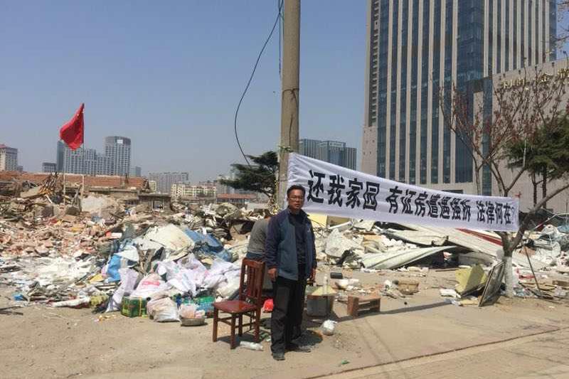 4月17日凌晨,山東青島市嶗山區中橫街道辦山東頭村的6戶村民遭暴力強拆。(受訪者提供)