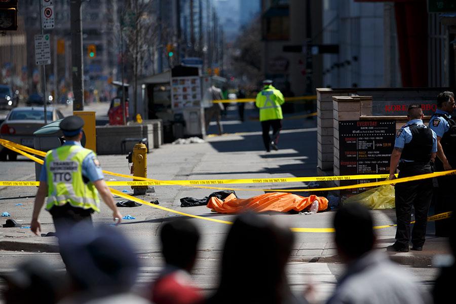 加拿大多倫多在當地時間周一(4月23日)下午發生一宗汽車撞人事件,釀成10死、15人傷。(Cole Burston/Getty Images)