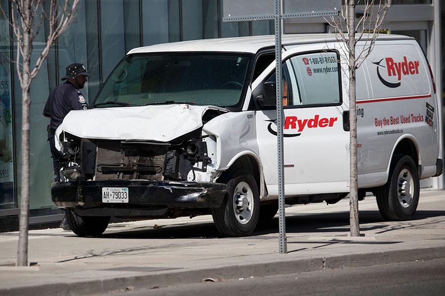 警方正在調查這輛白色麵包車。(Cole Burston/Getty Images)