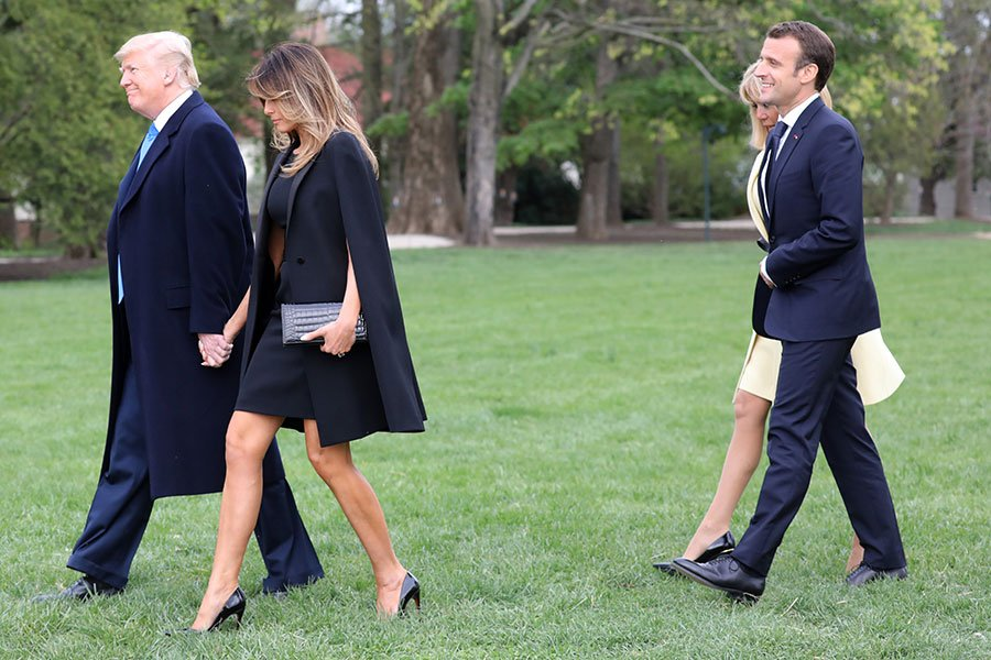 特朗普夫婦和馬克龍夫婦抵達華盛頓故居。(AFP PHOTO/Ludovic MARIN)