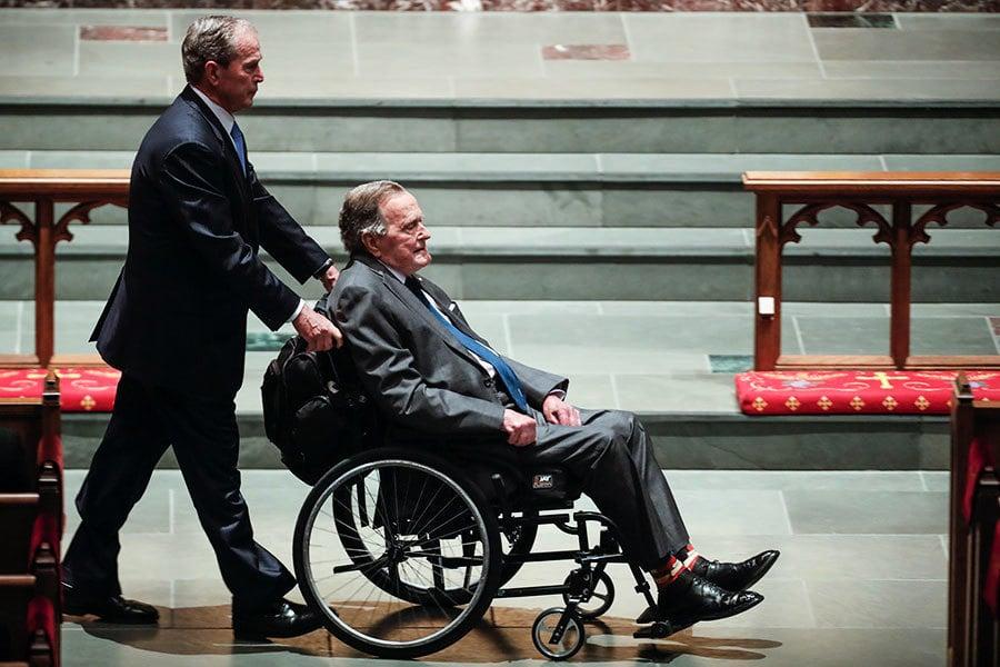 送走愛妻隔天 前總統老布殊因感染住院