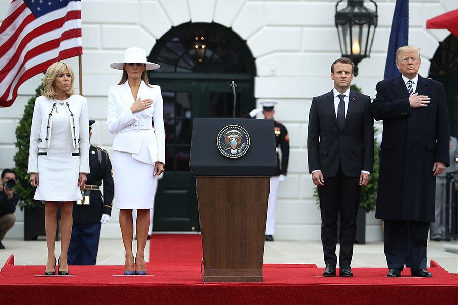 特朗普伉儷及馬克龍伉儷出席歡迎儀式。(Mark Wilson/Getty Images)