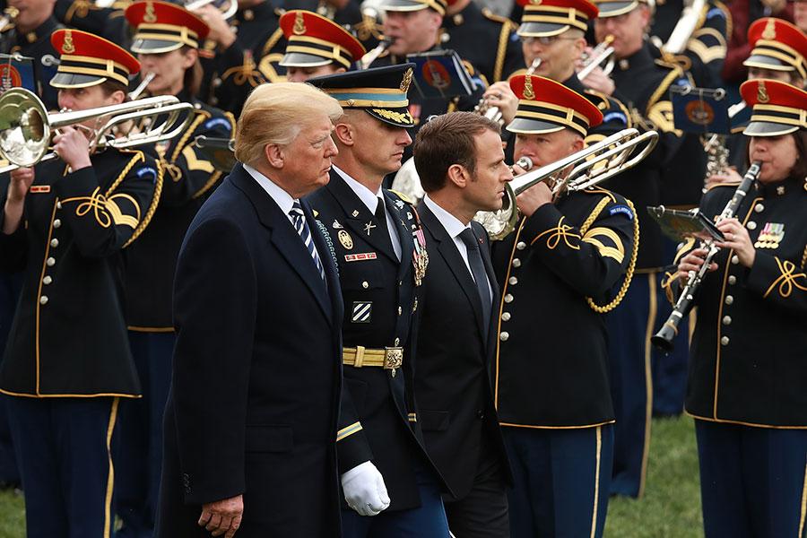 特朗普及馬克龍在歡迎儀式上。(Chip Somodevilla/Getty Images)