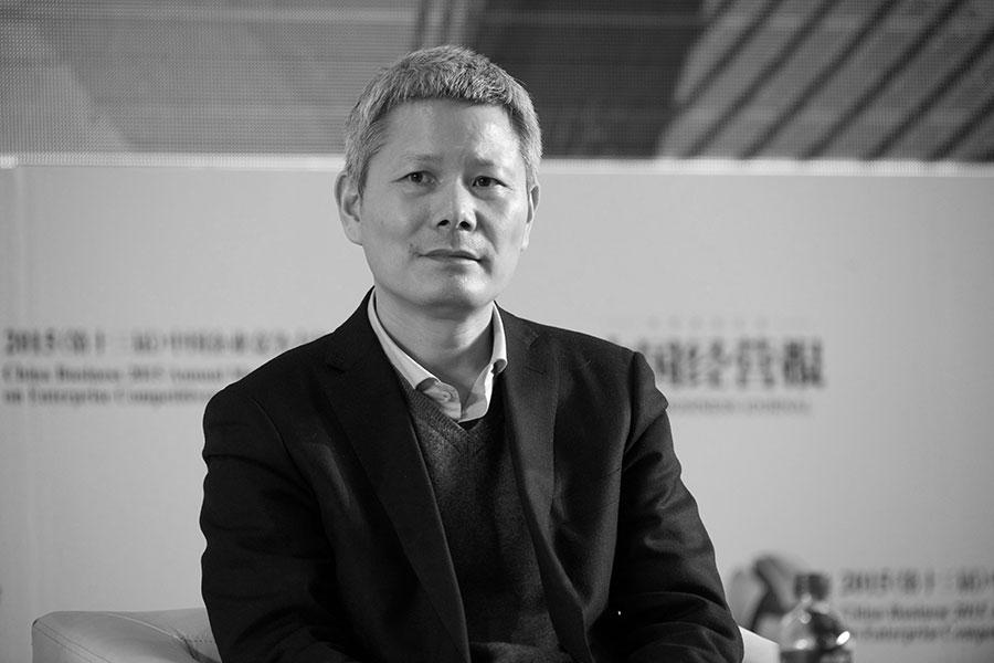 「善林金融」實際控制人周伯雲等八人日前被批捕。圖為2015年12月9日,周伯雲在北京參加論壇活動。(大紀元資料室)