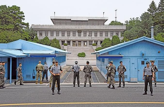 韓朝首腦會談定於4 月27 日在板門店的「和平之家」舉行。圖為板門店的美韓士兵。(AFP)