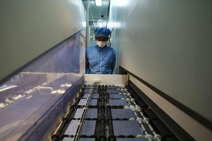 上周的中美貿易談判期間,中共要求美方修改對中興的禁令,更令人生疑:中共為何如此緊張中興案子?中國半導體產業的現狀到底如何?(Feng Li/Getty Images)