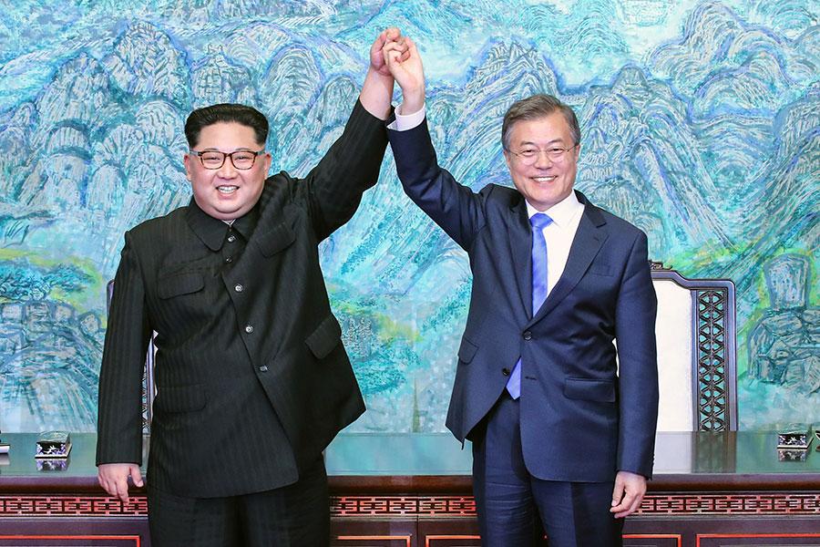 4月27日,北韓領導人金正恩與南韓總統文在寅舉行歷史性會晤。(Korea Summit Press Pool/Getty Images)