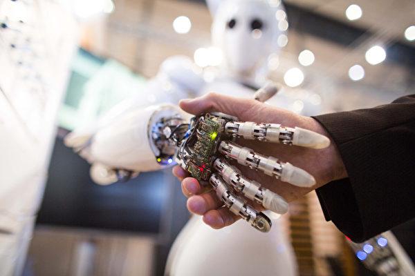 路透社周五(4月27日)引用知情人士的消息說,美國政府可能開始審查中美企業的非正式合作,尤其是人工智能(IA)等高科技領域。(CARSTEN KOALL/AFP)