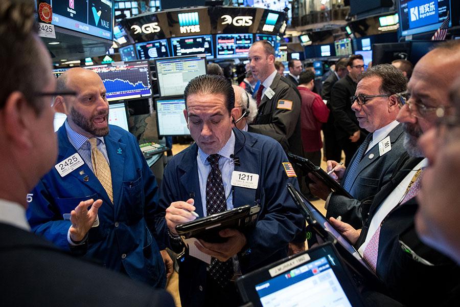 專家預警,目前投資人追逐少數科技股,忽視部份嚴重的宏觀經濟阻力,和1990年代末期互聯網泡沫破滅的情況類似。(Drew Angerer/Getty Images)
