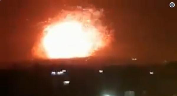 敘利亞內戰監測組織周一(30日)表示,位於敘利亞北部地區的兩處政府軍事據點在周日(29日)晚遭到導彈襲擊,至少26名士兵死亡,其中多數為伊朗兵。另還有數十人受傷。(視像擷圖)