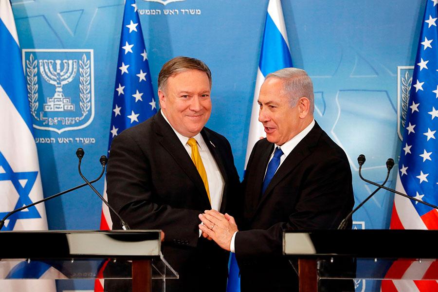 美國國務卿蓬佩奧周日抵達中東之行的第二站以色列。他除了和以色列總理內塔尼亞胡討論了伊朗問題外,還表示美國計劃將於5月14日在耶路撒冷設立大使館。(THOMAS COEX/AFP/Getty Images)