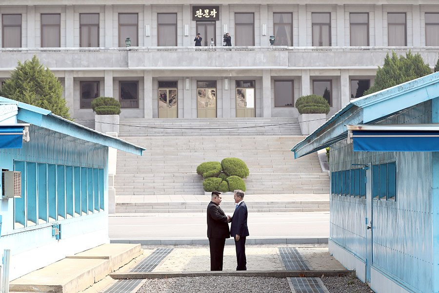 周一,特朗普總統發推文似預示即將登場的特金會地點,有可能在朝鮮半島非軍事區的和平之家舉行。(KOREA SUMMIT PRESS POOL/AFP/Getty Images)