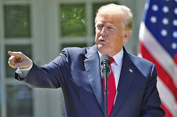 美國總統特朗普與尼日利亞總統布哈里見記者時,談到美朝峰會的選址問題。(Getty Images)