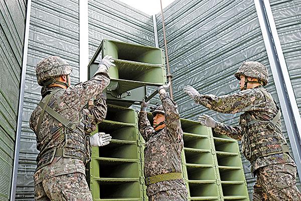 南韓軍方昨日開始拆除向北韓廣播的擴音器。(Getty Images)
