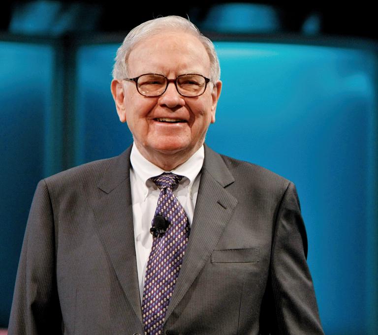 投資大師巴菲特 (Warren Buffett)首季斥資10億美元購入蘋果公司,成為蘋果公司近期難得一見的利好消息。(Getty Images)