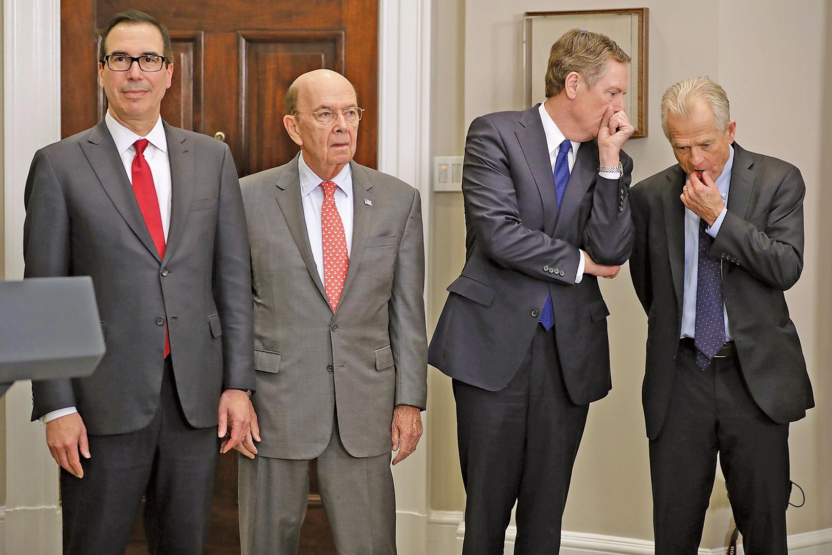 特朗普政府本周將派出超級訪華貿易團,成員包括(從左至右)財政部長姆欽、商務部長羅斯、美國貿易代表萊蒂澤和總統貿易顧問納瓦羅,形成3:4的偏鷹穩定格局。(Getty Images)