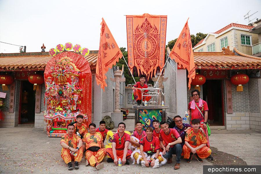 香港獅藝館龍獅體育會由侯志強主席創辦,每年都在洪聖寶誕期間表演助陣,至今已有18載。(陳仲明/大紀元)