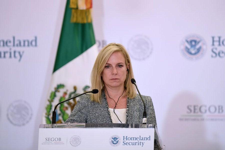 美國國土安全部長尼爾森(Kirstjen Nielsen)說,每天都有十幾名已知或受到懷疑的恐怖份子試圖進入美國。圖為2018年3月26日,尼爾森在墨西哥城聯合記者招待會上。(ALFREDO ESTRELLA/AFP/Getty Images)