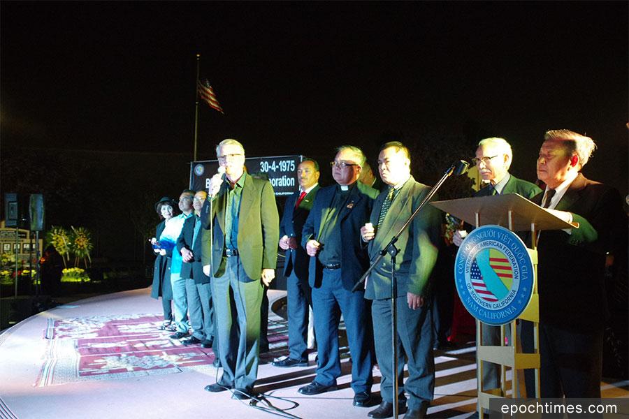 競選加州聯邦參議員的保羅・泰勒(Paul Taylor)代表「金州聯盟」(Golden State Coalition)發言。(劉菲/大紀元)
