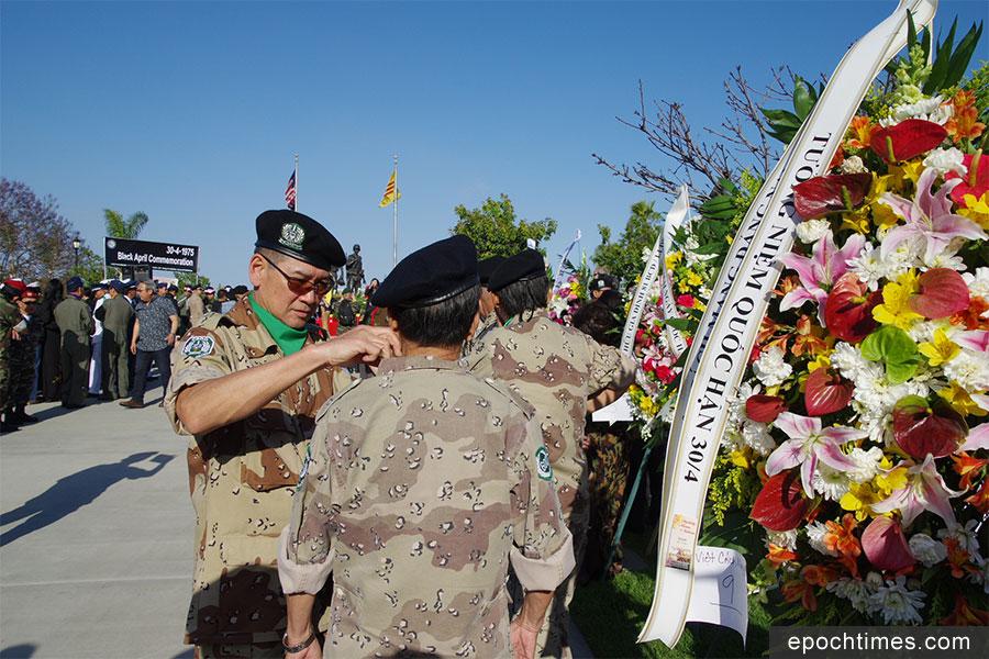 「西貢淪陷日」悼念會上身著軍裝的越裔。(劉菲/大紀元)