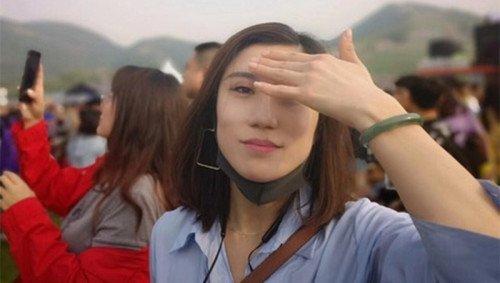 4月30日,梁相宜在微博上發佈她在北京草莓音樂節上的現場照片。(@Leonie梁)