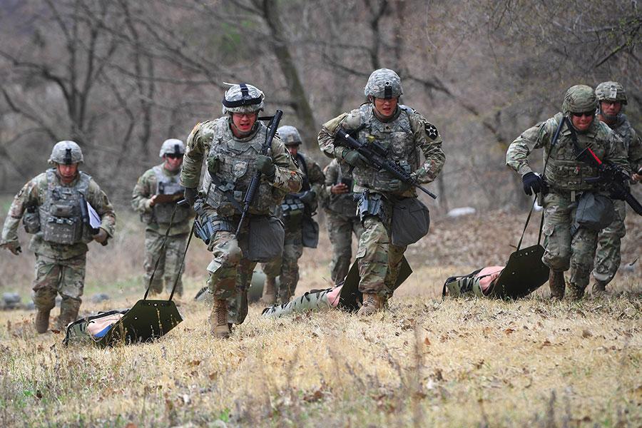 南韓青瓦台官員表示,即使南韓和北韓簽署和平協定,美軍仍將駐守南韓。圖為駐韓美軍。(JUNG YEON-JE/AFP/Getty Images)