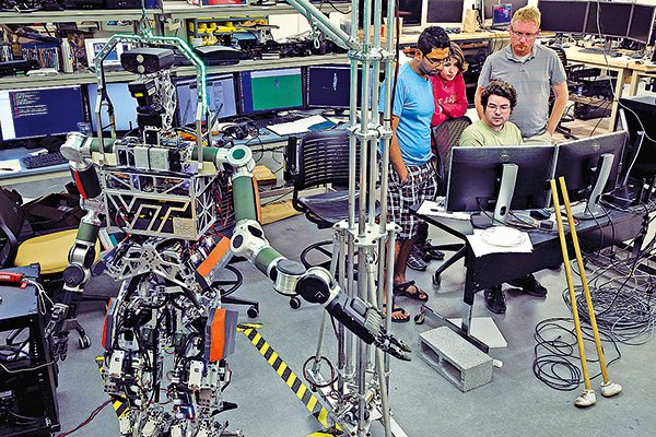 本應是學術殿堂的研究機構如今成了中美「諜戰」的前線。圖為維珍尼亞理工學院的一個機械人實驗室,人工智能很可能是中國研究人員被限制的領域之一。(Chip Somodevilla/Getty Images)