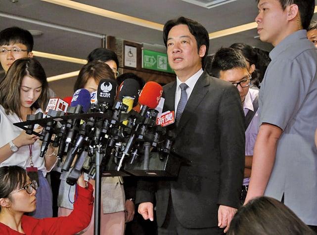 中華民國行政院長賴清德(前右2)表示,中共積極的在國際上封鎖台灣生存空間。(中央社)