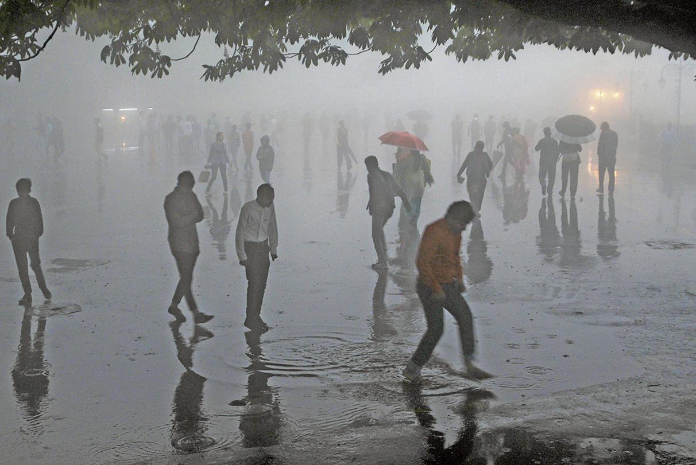印度北部發生嚴峻沙塵暴,造成至少109人死亡,逾百人受傷。死亡人數預計還會增加。(AFP)
