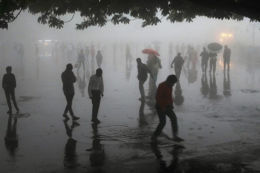 印度西部和北部地區發生嚴重沙塵暴,造成至少125人死亡、數百人受傷。(AFP/Getty Images)
