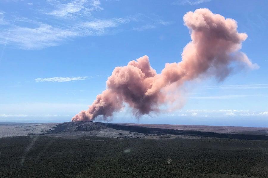 夏威夷火山噴發 熔岩湧上街 萬人緊急撤離
