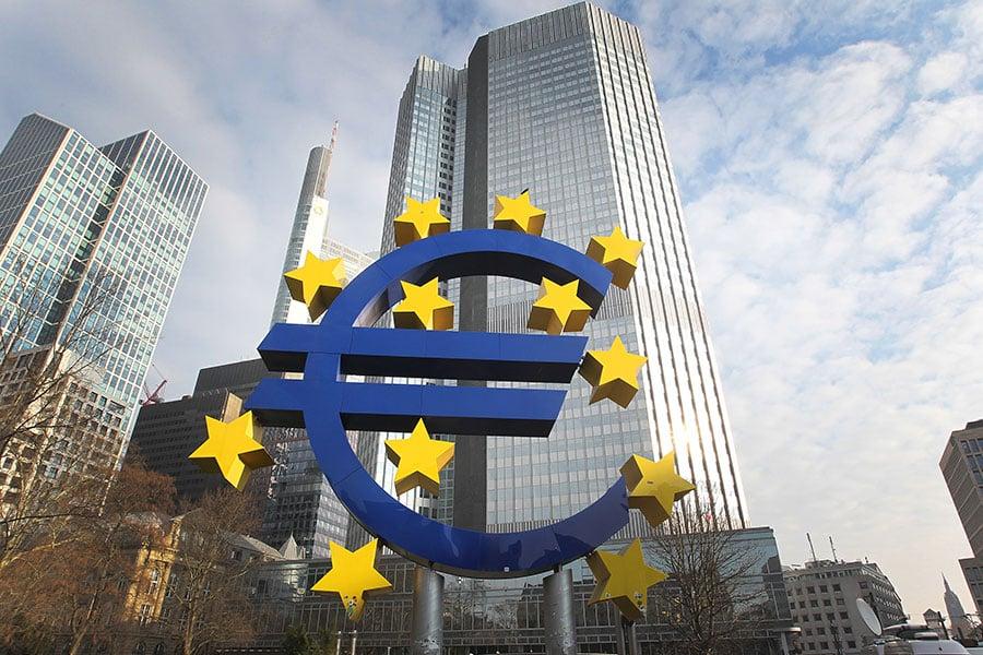 在7月16日的第20屆中歐峰會上,中共再次試圖拉攏歐盟一同抵制美國遭到拒絕。(DANIEL ROLAND/AFP/Getty Images)