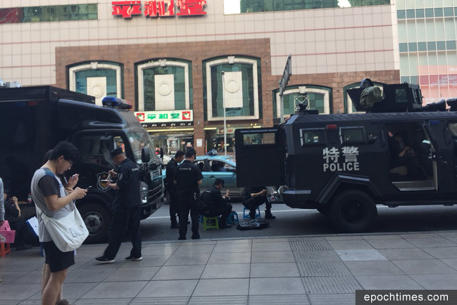 「五一」期間,中共調派大批警力在各地「維穩」。(推特圖片)