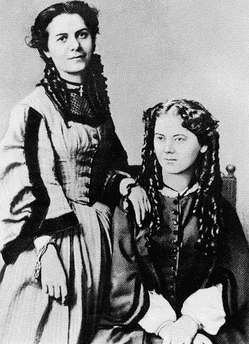 馬克思的女兒Jenny Carolina和Jenny Laura Marx (1869)。Laura和丈夫自殺而死。(Wikimedia Commons)